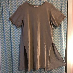 Mod Ref taupe neutral tunic with flyaway back